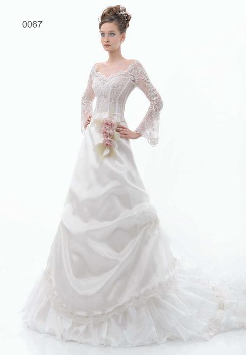 Свадебное платье силуэта Русалка выполнено с легким намеком на винтажный стиль. Элегантный вырез «лодочкой», небольшой рукав и не слишком пышная юбка стали
